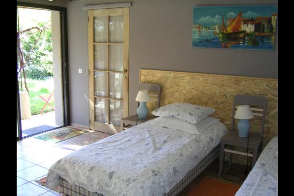 Chambre Alpilles : 2 lits 90 x 200 ou 1 lit 180 x 200 - Chambre d'hôtes - L'Isle-sur-la-Sorgue