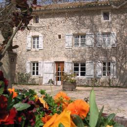 Le mas au Printemps :) - Chambre d'hôtes - Châteauneuf-de-Gadagne