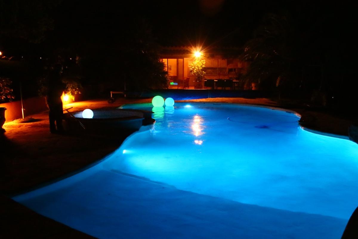 la piscine un soir d'été - Chambre d'hôtes - Piolenc