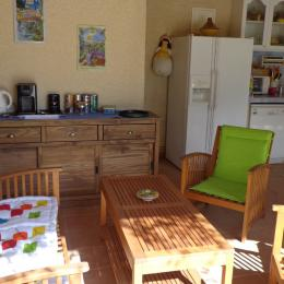 cuisine d'été - Chambre d'hôtes - Piolenc