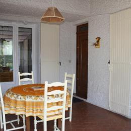 Véranda (accès à la maison) - Location de vacances - Jonquières