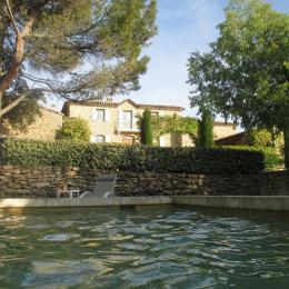 Vue sur la bastide de l'espace piscine - Location de vacances - Gordes