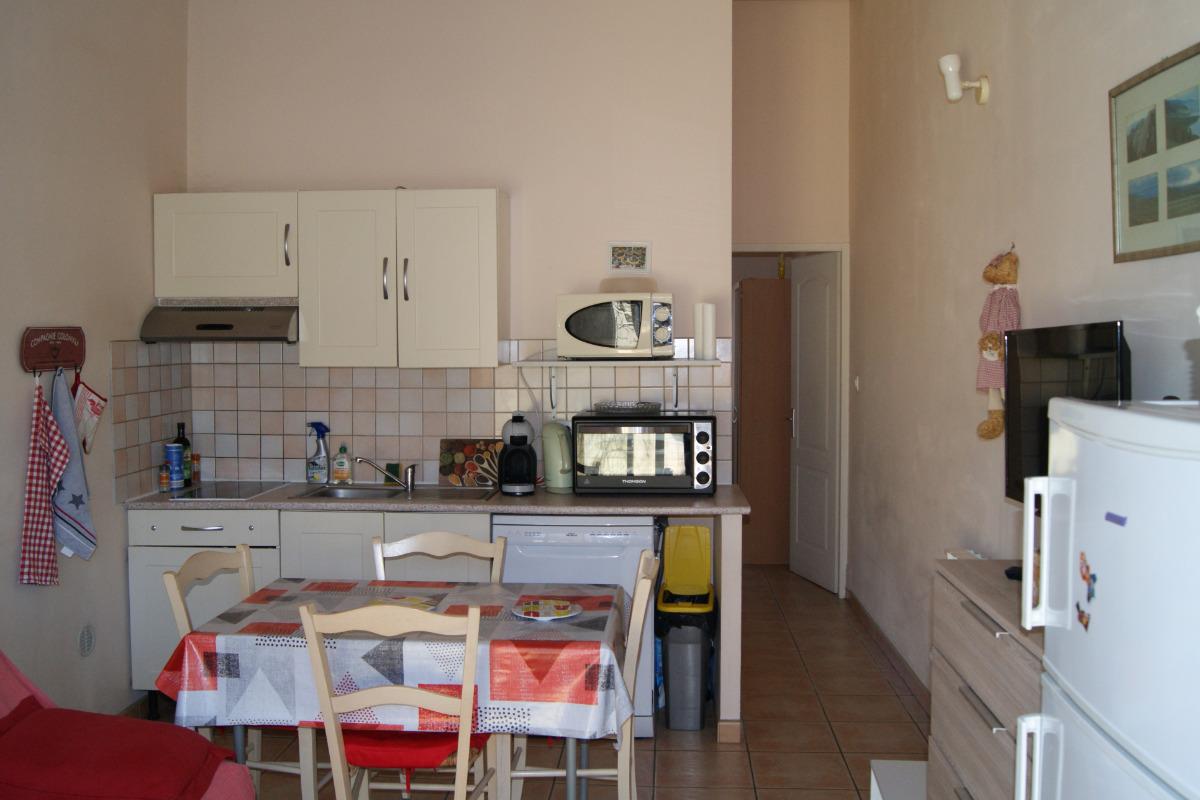 Plaque vitro céramique, four électriqueconvection, micro-onde, lave-vaisselle et cafetière à dosettes  - Location de vacances - Lapalud