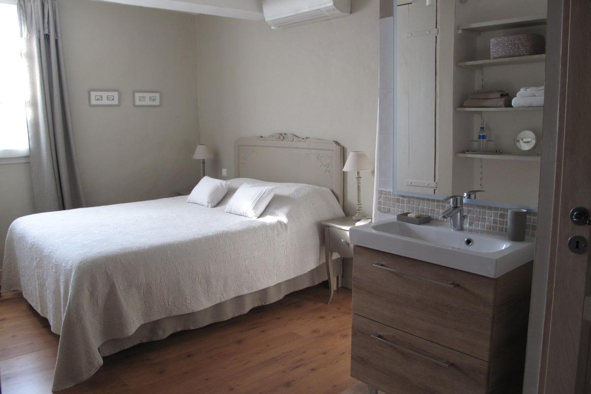 Le Cabanon salon et cuisine à votre disposition - Chambre d'hôtes - Loriol-du-Comtat