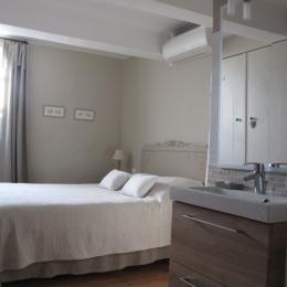 Le Mas de l'Olivier facade fleurie - Chambre d'hôtes - Loriol-du-Comtat