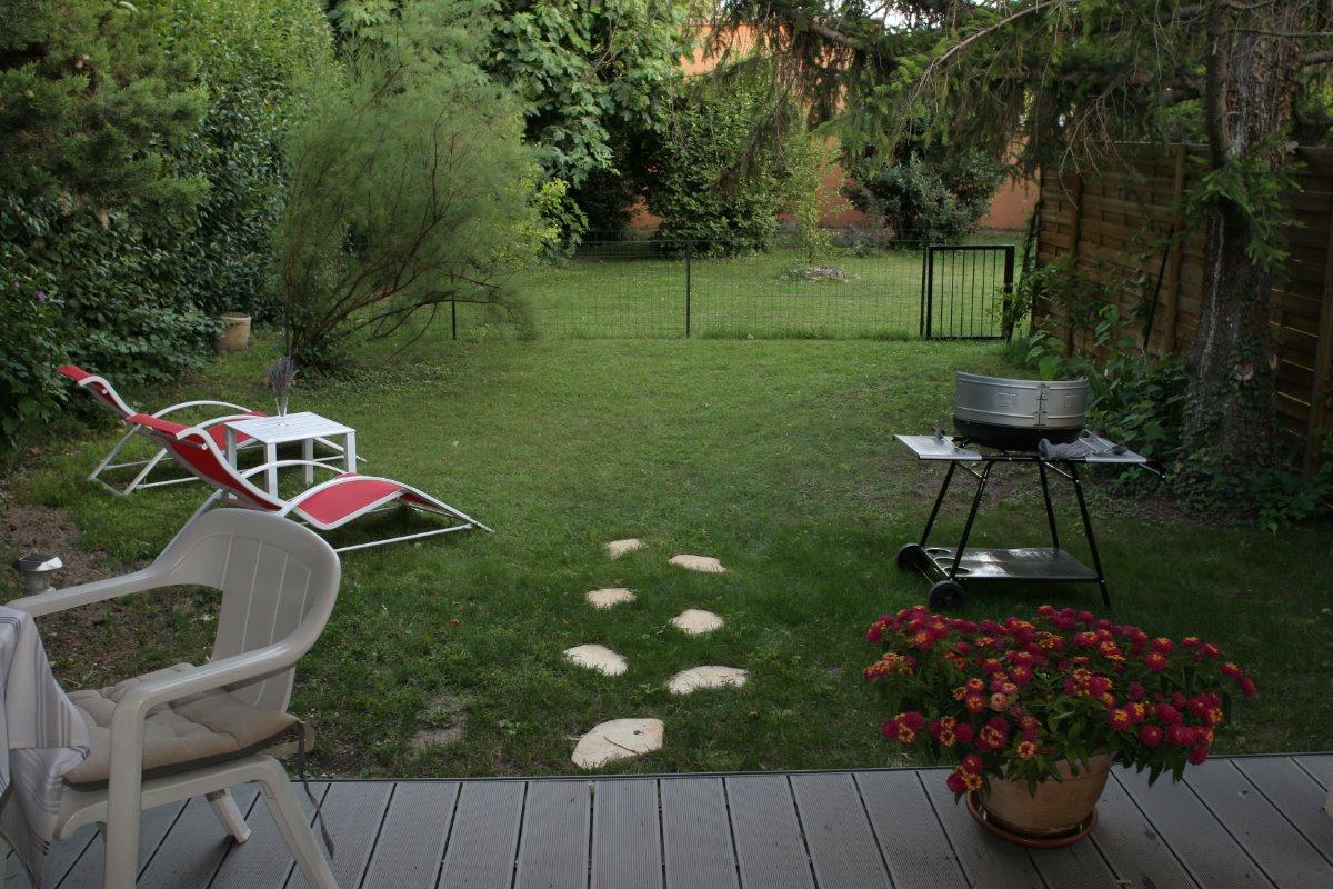 vue du jardin depuis la terrasse - Location de vacances - Saint-Saturnin-lès-Avignon
