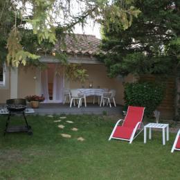 terrasse et jardin - Location de vacances - Saint-Saturnin-lès-Avignon