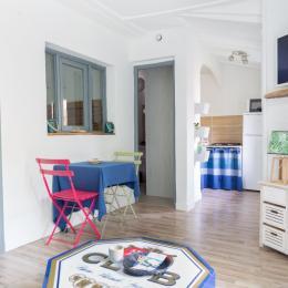 Salon , salle à manger, coin télé de MaTiKase - Chambre d'hôtes - Avignon