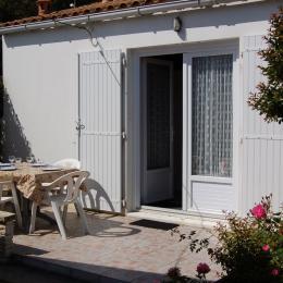 La terrasse pour les repas au soleil - Location de vacances - La Tranche sur Mer