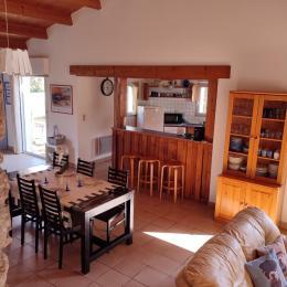 Salon et escalier pour accès à la mezzanine - Location de vacances - Barbâtre