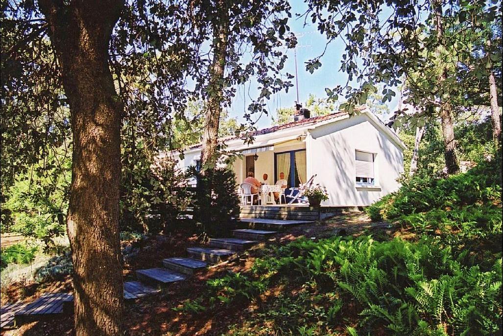 Vue jardin et maison - Location de vacances - Longeville sur Mer