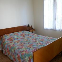Chambre 1 : un lit en 140 - Location de vacances - La Tranche sur Mer