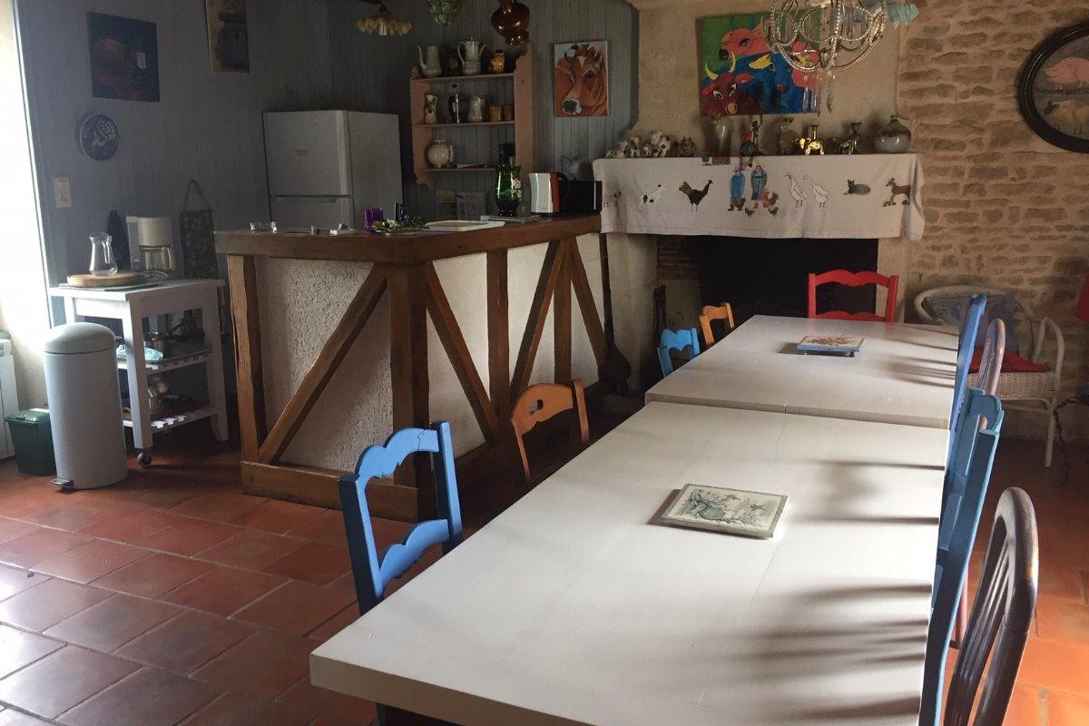 Séjour et cuisine ouverte - Location de vacances - Maillezais