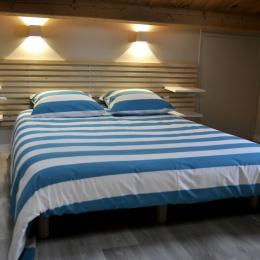 Chambre 1 à l'étage - Location de vacances - Bouin