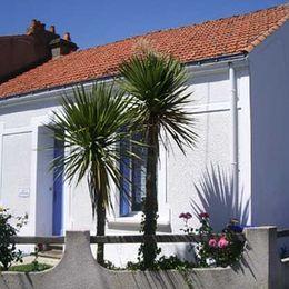 Façade Volets Bleus les Sables d'Olonne - Location de vacances - Château d'Olonne