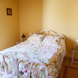 Chambre avec un lit en 140 - en rez-de-chaussée - Location de vacances - Boufféré