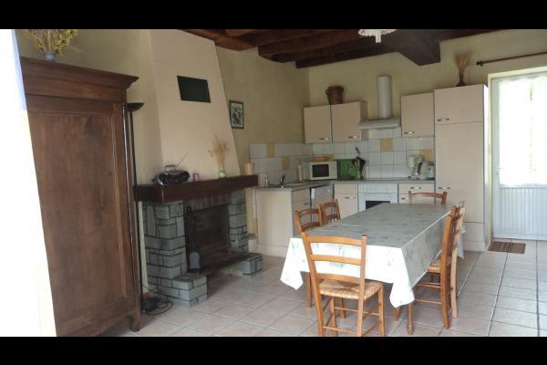salle à manger et cuisine - Location de vacances - Avrillé