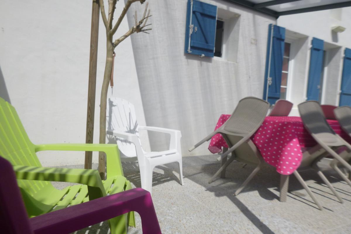 Cour rxtérieur ombragée d'une pergolla - Location de vacances - Barbâtre
