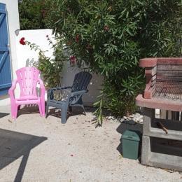 Cour fermée avec barbecue - Location de vacances - Barbâtre