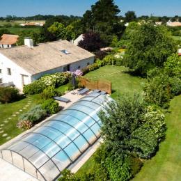 Gîte avec piscine couverte chauffée et privée - Location de vacances - Sallertaine