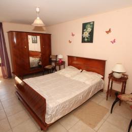 Chambre avec lit 140 au rez de chaussée - Location de vacances - Pouillé