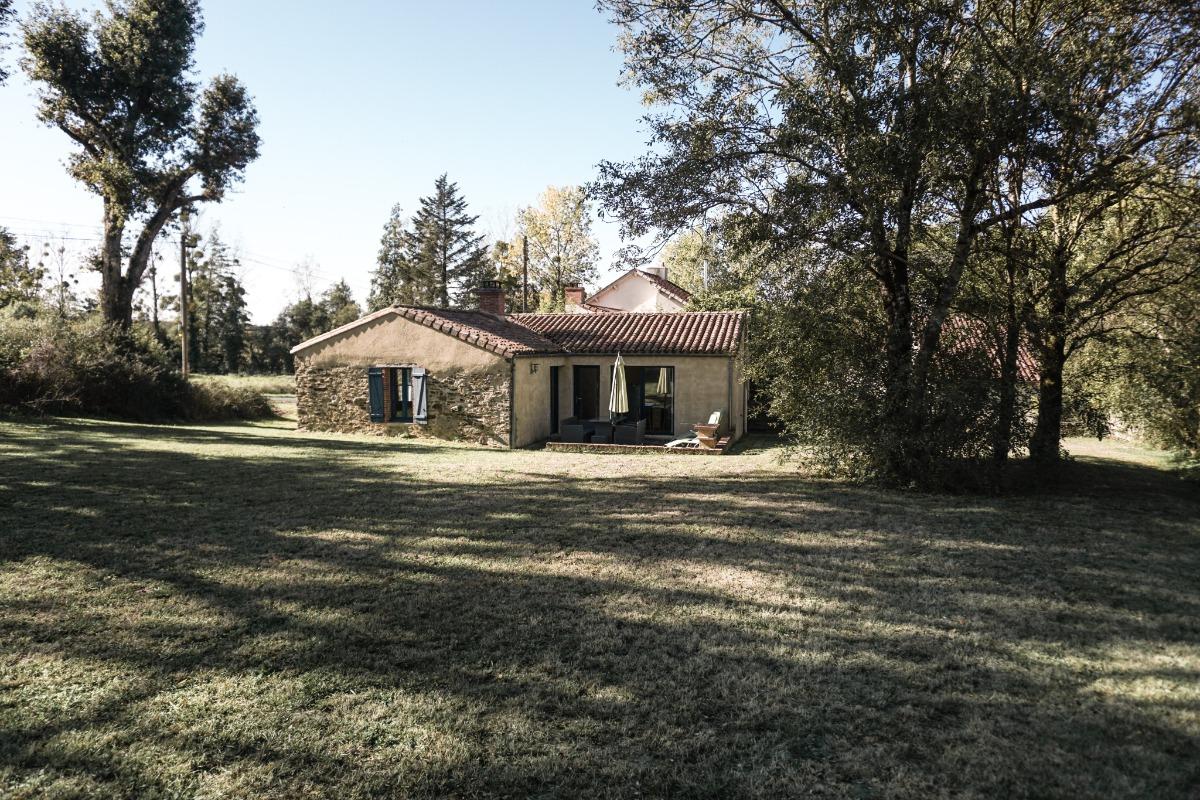 Salon avec poêle à bois - Location de vacances - Les Herbiers