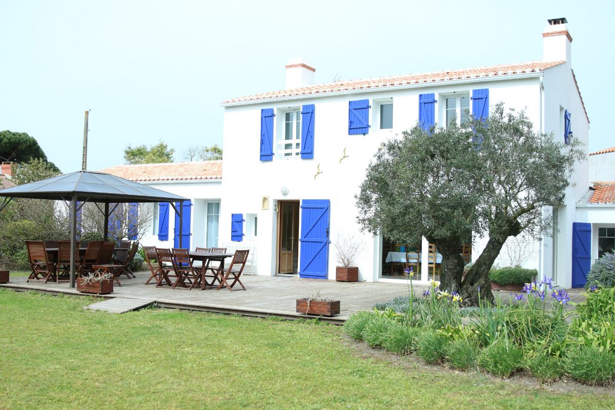 Maison vue du jardin  - Location de vacances - Barbâtre