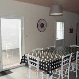 Terrasse plein sud avec son nouveau salon de jardin - Location de vacances - Noirmoutier en l'Île