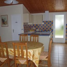 salle à manger-salon avec cuisine à l'américaine - Location de vacances - La Faute-sur-Mer