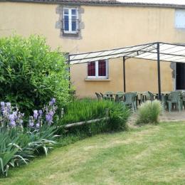 Terrasse côté jardin - Location de vacances - Beaurepaire