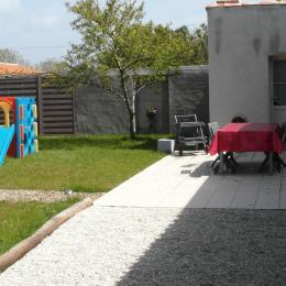 Cour fermée avec terrasse et barbecue - Location de vacances - La Garnache