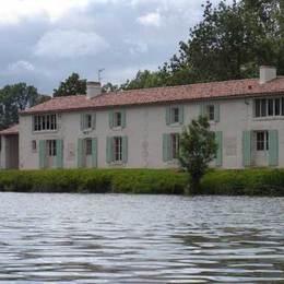 Maison en bordure de Sèvre - Location de vacances - Benet