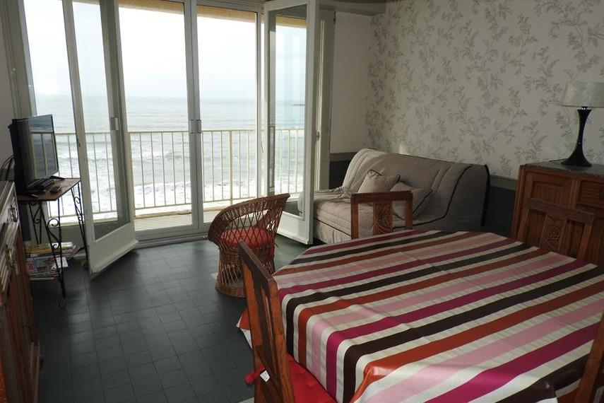 Séjour avec balcon donnant sur la mer - Location de vacances - Les Sables-d'Olonne