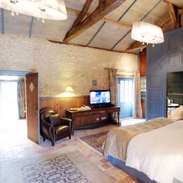 Suite Ostence au Portail en Marais Poitevin, Abbaye de Moreilles - Chambre d'hôtes - Moreilles