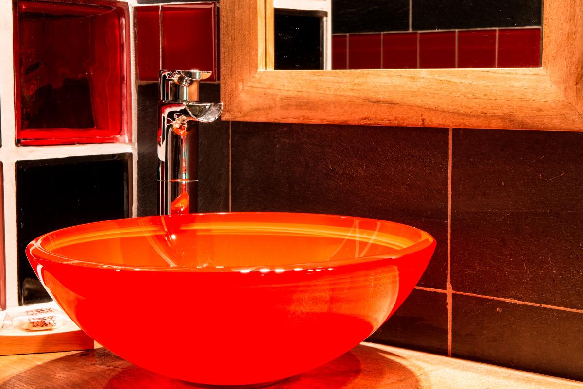 En rouge et noir... - Chambre d'hôtes - Moreilles