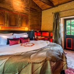 Grand confort, draps en satin, belles boiseries et meubles de famille - Chambre d'hôtes - Moreilles