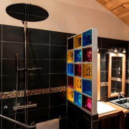 Douche à l'italienne effet ciel de pluie - Chambre d'hôtes - Moreilles
