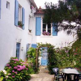 ACCES CHAMBRE REZ DE JARDIN - Chambre d'hôtes - Fontenay le Comte