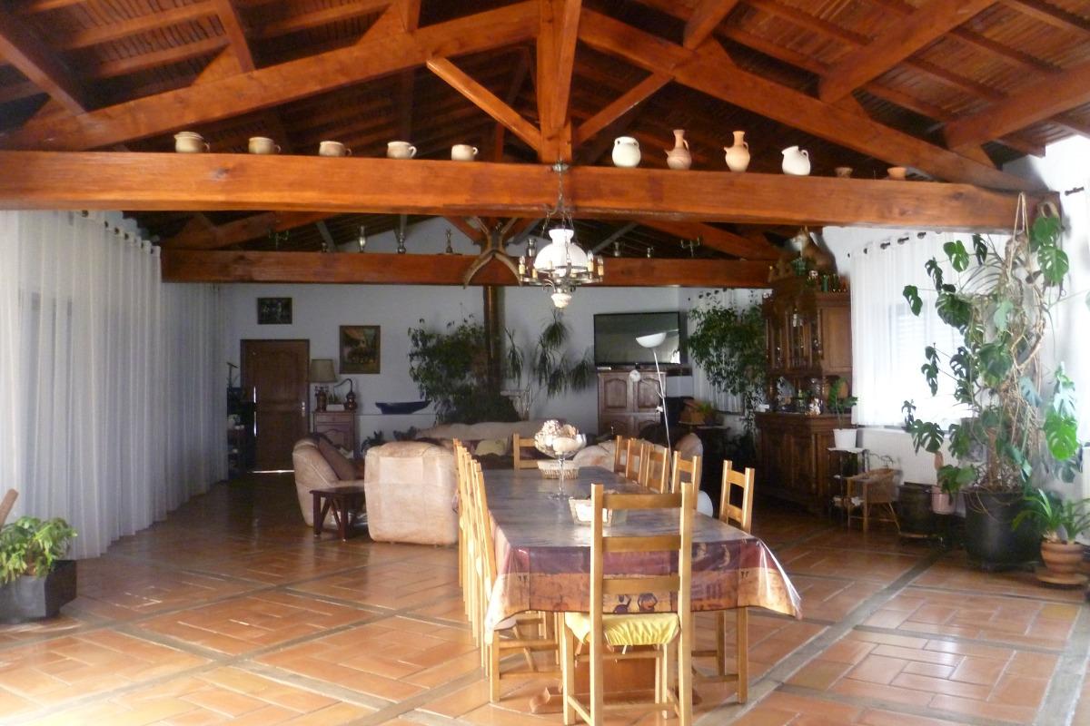 Salle à manger où vous pourrez prendre vos petits déjeuners - Chambre d'hôtes - Le Fenouiller