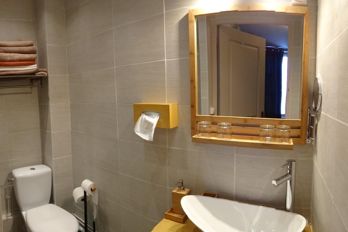 Salle d'eau + wc Vanille - Chambre d'hôtes - Tiffauges