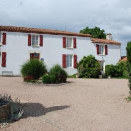cour du logis - Chambre d'hôtes - La Boissière des Landes