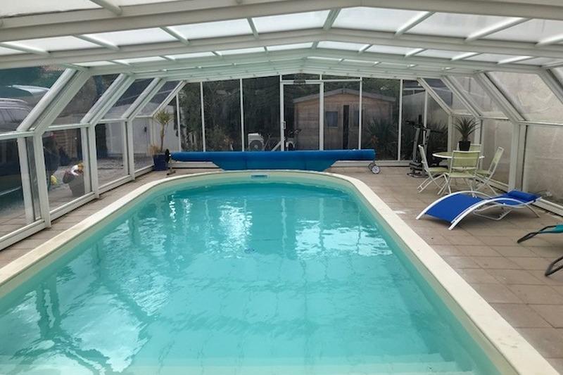 la terrasse de la façade avant près de la piscine  - Location de vacances - Longeville sur Mer