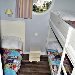 chambre un lit simple et deux lits superposés - Location de vacances - Château d'Olonne