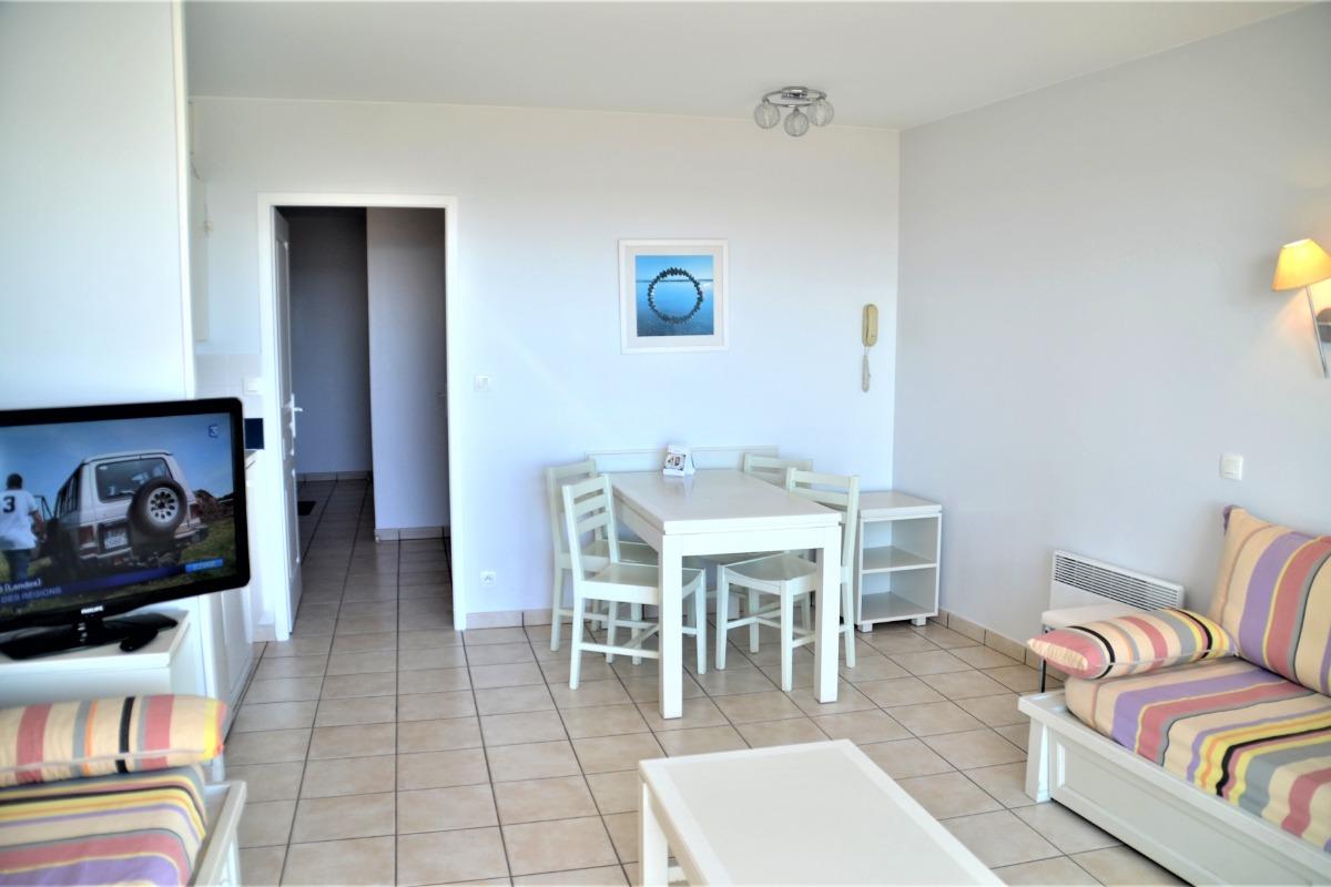 vue salon + cuisine - Location de vacances - Château d'Olonne