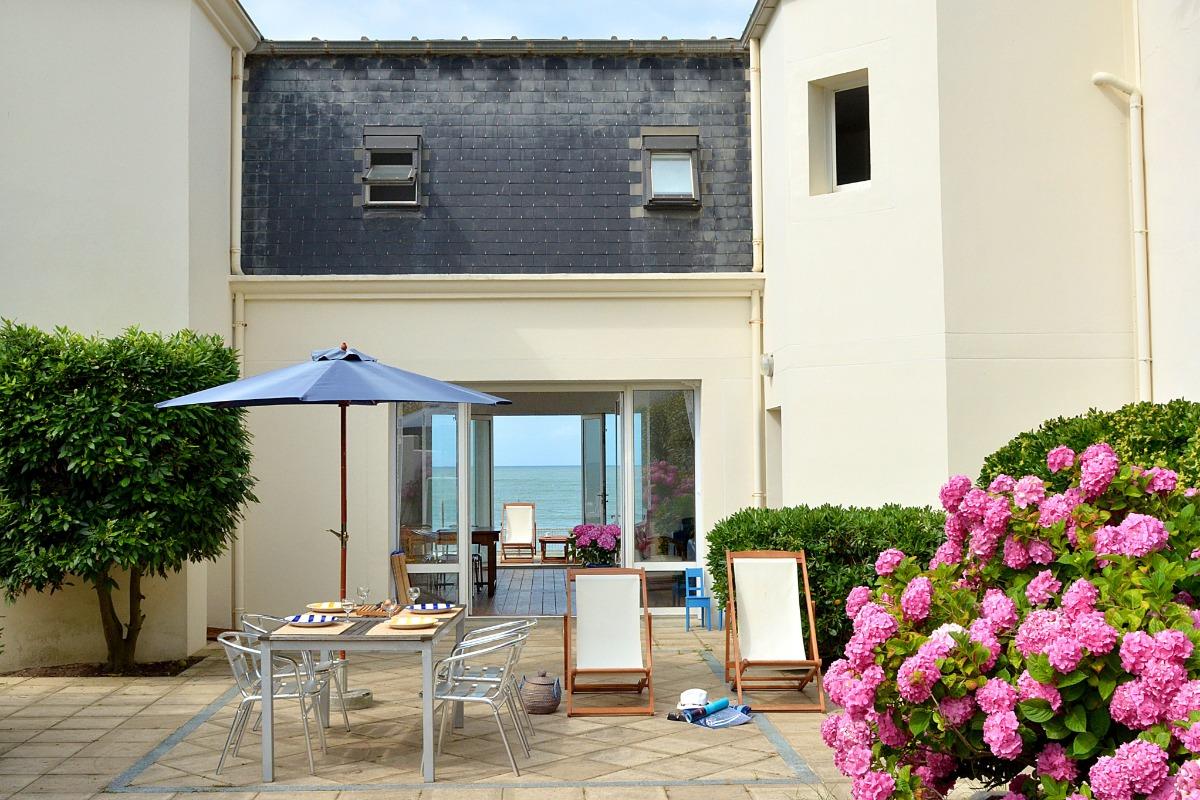 villa 39 39 la plage 39 39 avec terrasse sur l 39 oc an saint gilles croix de vie location vacances