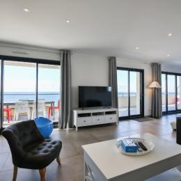 Salon avec TV 140cm full HD - Location de vacances - Saint Hilaire de Riez