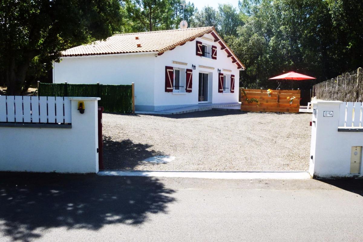 Villa sur son terrain - Vue depuis la rue - Location de vacances - La Tranche sur Mer