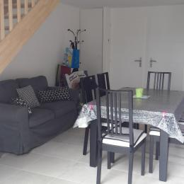 Pièce à vivre canapé et TV - Location de vacances - Longeville sur Mer