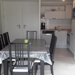 cuisine équipée, four, frigo, micro-ondes, congélateur, lave-vaisselle - Location de vacances - Longeville sur Mer