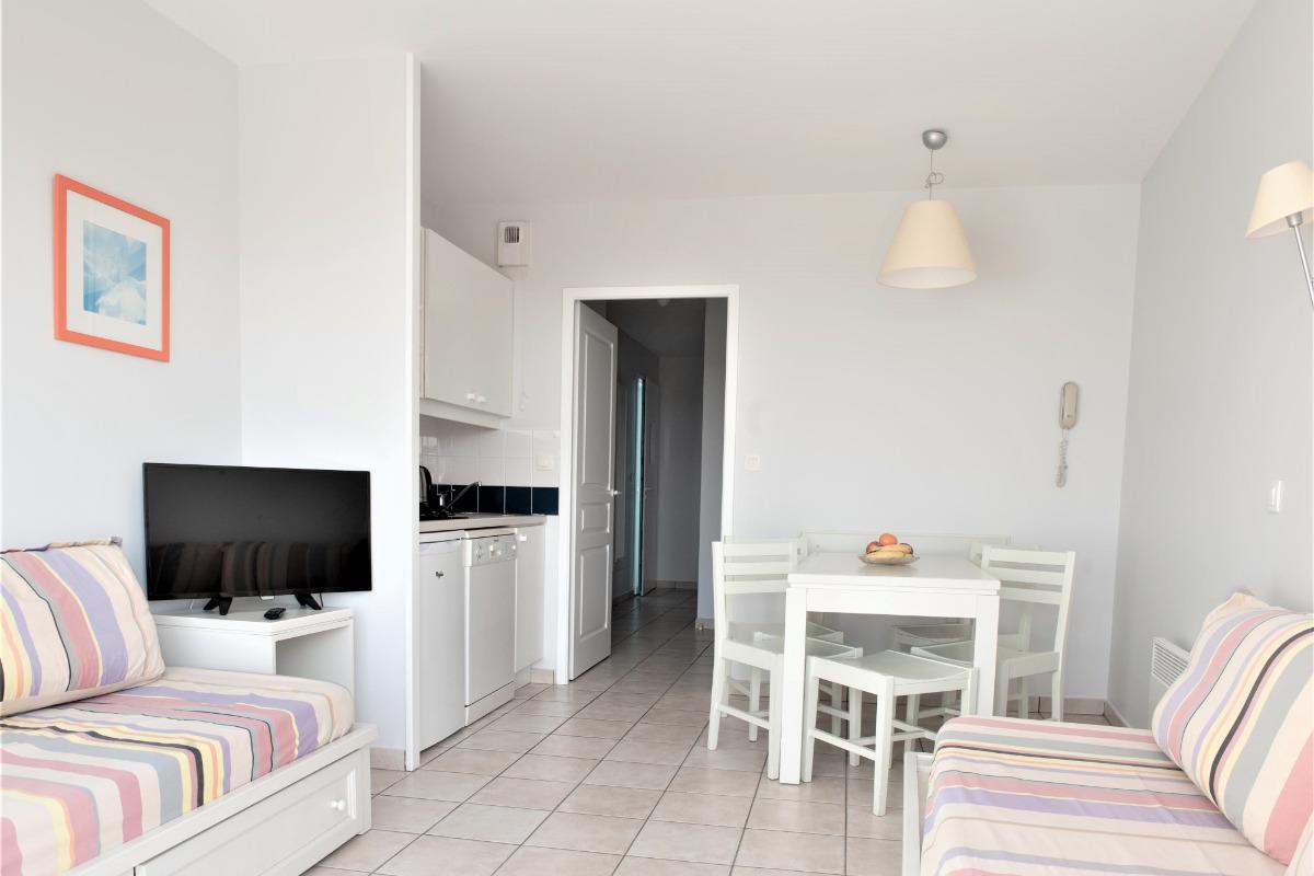 Cuisine et salon - Location de vacances - Château d'Olonne